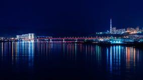Vistas bonitas da cidade da noite de Krasnoyarsk fotos de stock royalty free