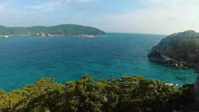 Vistas bonitas do mar de Andaman em ilhas de Similan filme