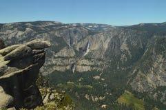 Vistas bonitas do vale do parque nacional de Yosemite Feriados do curso da natureza foto de stock royalty free