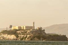 Vistas de Alcatraz do cais dos pescadores imagem de stock