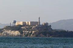 Vistas de Alcatraz do cais dos pescadores foto de stock