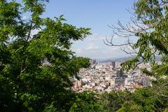 Vistas de Barcelona del parque en la montaña de Montjuic imágenes de archivo libres de regalías