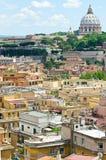 Vistas de la basílica de Roma y de San Pedro Foto de archivo
