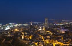Vistas de la ciudad de Alicante en la oscuridad Imagen de archivo