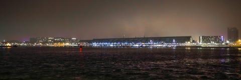 Vistas de la ciudad de Amsterdam en la noche Vistas generales del paisaje de la ciudad Fotografía de archivo libre de regalías