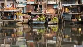 Vistas de la ciudad del barco T Imagenes de archivo