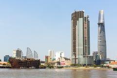 Vistas de la ciudad del río de Saigon Fotos de archivo libres de regalías