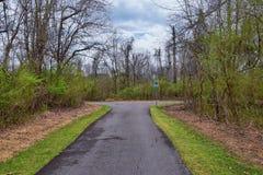 Vistas de la naturaleza y de caminos a lo largo de Shelby Bottoms Greenway y de los rastros naturales del ataque frontal del río  fotografía de archivo