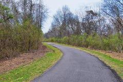 Vistas de la naturaleza y de caminos a lo largo de Shelby Bottoms Greenway y de los rastros naturales del ataque frontal del r?o  fotografía de archivo