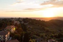Vistas de la puesta del sol de Montescudaio fotografía de archivo libre de regalías
