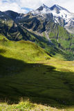 Vistas de las montañas austríacas del alto camino alpino de Grossglockner Fotografía de archivo