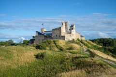 Vistas de las ruinas del castillo medieval de la orden de Livonian Tarde de agosto Rakvere, Estonia Fotografía de archivo libre de regalías