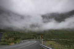 Vistas de montañas y de rocas de Nueva Zelanda fotos de archivo