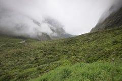 Vistas de montañas y de rocas de Nueva Zelanda fotografía de archivo libre de regalías