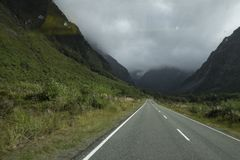 Vistas de montañas y de rocas de Nueva Zelanda d Y imágenes de archivo libres de regalías