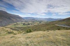 Vistas de montañas y de rocas de Nueva Zelanda d Y foto de archivo libre de regalías