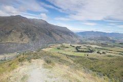 Vistas de montañas y de rocas de Nueva Zelanda d Y fotos de archivo