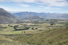 Vistas de montañas y de rocas de Nueva Zelanda d Y fotografía de archivo libre de regalías