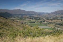 Vistas de montañas y de rocas de Nueva Zelanda d Y foto de archivo