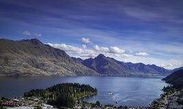 Vistas de montañas y de rocas de Nueva Zelanda d Y fotos de archivo libres de regalías