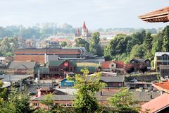 Vistas de Puerto Varas, o Chile com igreja Imagens de Stock Royalty Free