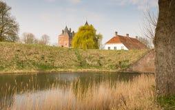 Vistas de um castelo holandês histórico Imagens de Stock