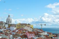Vistas del alfama del Miradouro de Santa Luzia (Lisboa, P Imagen de archivo