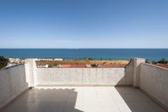 Vistas del mar Mediterráneo de una terraza Imágenes de archivo libres de regalías