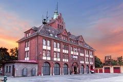 Vistas do Polônia. Construção velha do corpo dos bombeiros Imagens de Stock