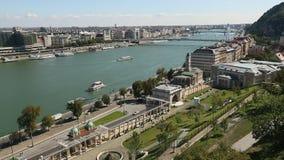Vistas do rio Danúbio no centro histórico de Budapest video estoque