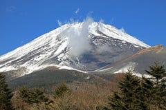 Vistas majestuosas del monte Fuji nevado, Japón Foto de archivo libre de regalías
