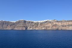 Vistas maravilhosas da cidade de Fira sobre uma montanha na ilha de Santorini dos mares altos Arquitetura, paisagens, Crui fotografia de stock royalty free