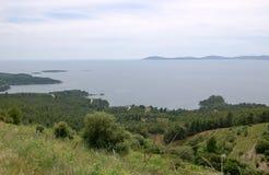 Vistas panorámicas de la costa de mar de la península griega Sithonia Fotografía de archivo