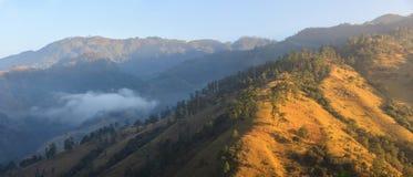 Vistas panorámicas de la salida del sol en las selvas montañosas del Fotos de archivo libres de regalías
