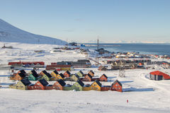 Vistas panorámicas de Longyearbyen, Spitsbergen (Svalbard) noruega Fotos de archivo libres de regalías