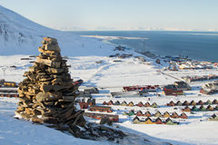 Vistas panorámicas de Longyearbyen, Spitsbergen (Svalbard) a través Fotografía de archivo libre de regalías