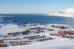 Vistas panorámicas de Longyearbyen, Spitsbergen (Svalbard) a través Foto de archivo