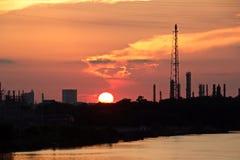 Vistas panorâmicas do litoral no rio Neches no tempo do dia e da noite contra o céu azul, as nuvens e o por do sol fotos de stock