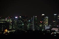 Vistas panorâmicas do porto e da cidade de Singapura durante dia e noite Tipo da carga e das embarcações mercantes ancoradas imagem de stock