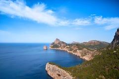 Vistas románticas hermosas del mar y de las montañas Capsule a de formentor - costa de Mallorca, España - Europa Imagen de archivo