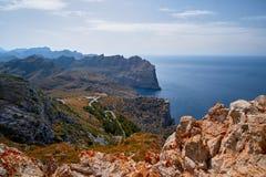 Vistas románticas hermosas del mar y de las montañas Capsule a de formentor - costa de Mallorca, España - Europa Foto de archivo