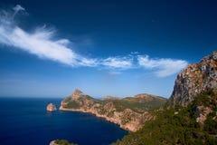 Vistas románticas hermosas del mar y de las montañas Capsule a de formentor - costa de Mallorca, España - Europa Imagen de archivo libre de regalías