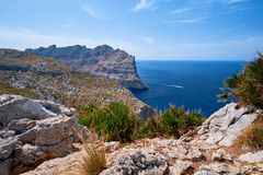 Vistas románticas hermosas del mar y de las montañas Capsule a de formentor - costa de Mallorca, España - Europa Fotos de archivo