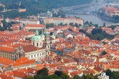 Vistas sobre Praga da altura do monte de Petrin Fotografia de Stock Royalty Free