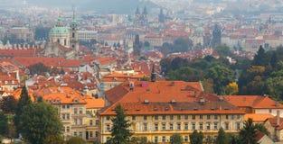 Vistas sobre Praga da altura do monte de Petrin Foto de Stock Royalty Free