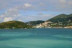 Vistas tropicales de la vista al mar y de la montaña foto de archivo