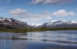 Vistasvagge dicht bij Nikkaloukta in noordelijk Zweden stock afbeeldingen