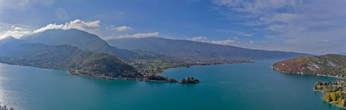 Viste alpine sopra il lago Annecy nelle alpi francesi Immagini Stock Libere da Diritti
