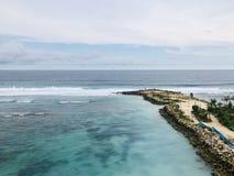 Viste del mare vedute dalla cima della collina fotografie stock
