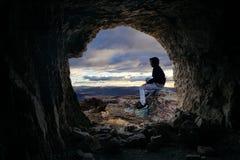 Viste della caverna sopra la valle Immagini Stock Libere da Diritti